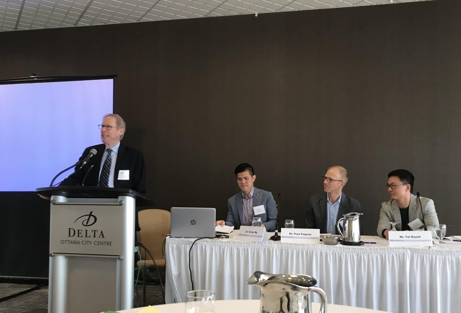 Dr. Martin Reed, Chair of the CAR Referral Guidelines Working Group, speaking at the symposium on diagnostic imaging referral guidelines, appropriateness, and computerized clinical decision support systems, held in Ottawa on January 29, 2018. cNext to him are, from left to right, Dr. Victor Ng, CFPC physician advisor, Dr. Paul Pageau, CAEP President, and Mr. Tai Huynh, Choosing Wisely Canada campaign director.